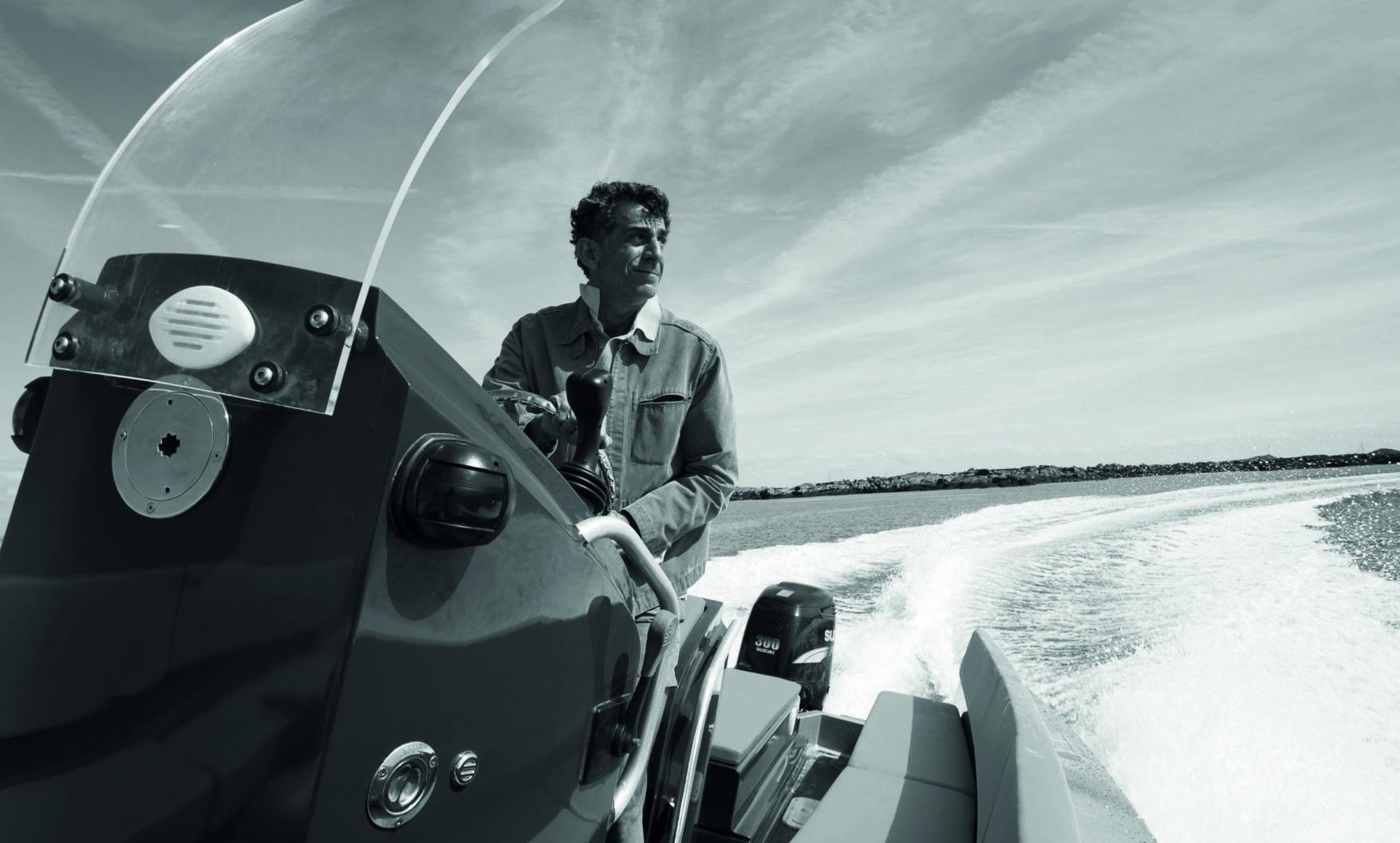Antoine Brugidou sailing an Iguana boat
