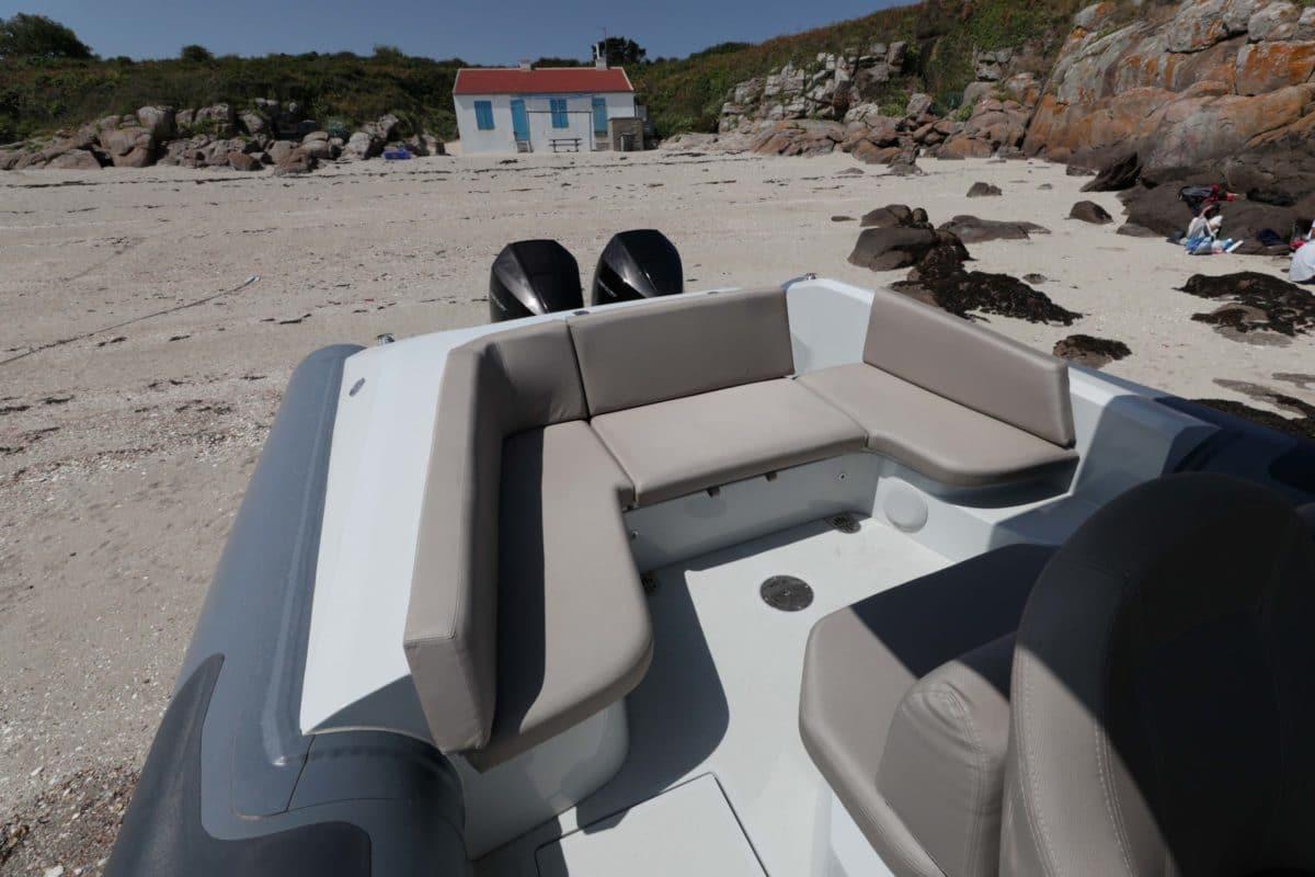 Rear seats of the Iguana X-100
