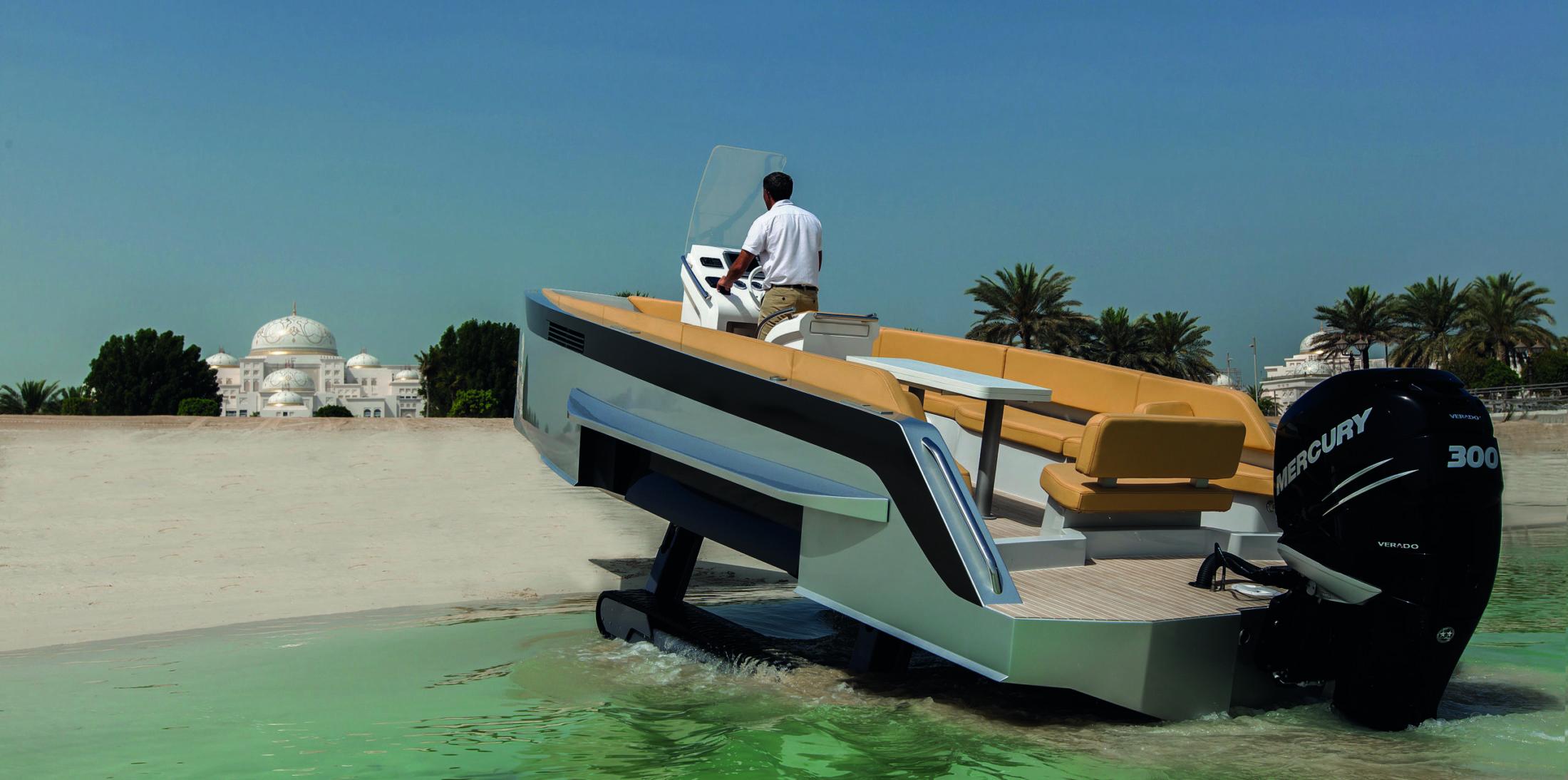 Iguana Original ready to launch on the beach