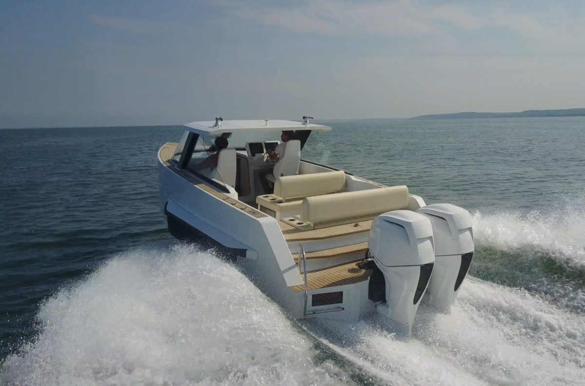 Sea outing aboard the amphibious Iguana Commuter