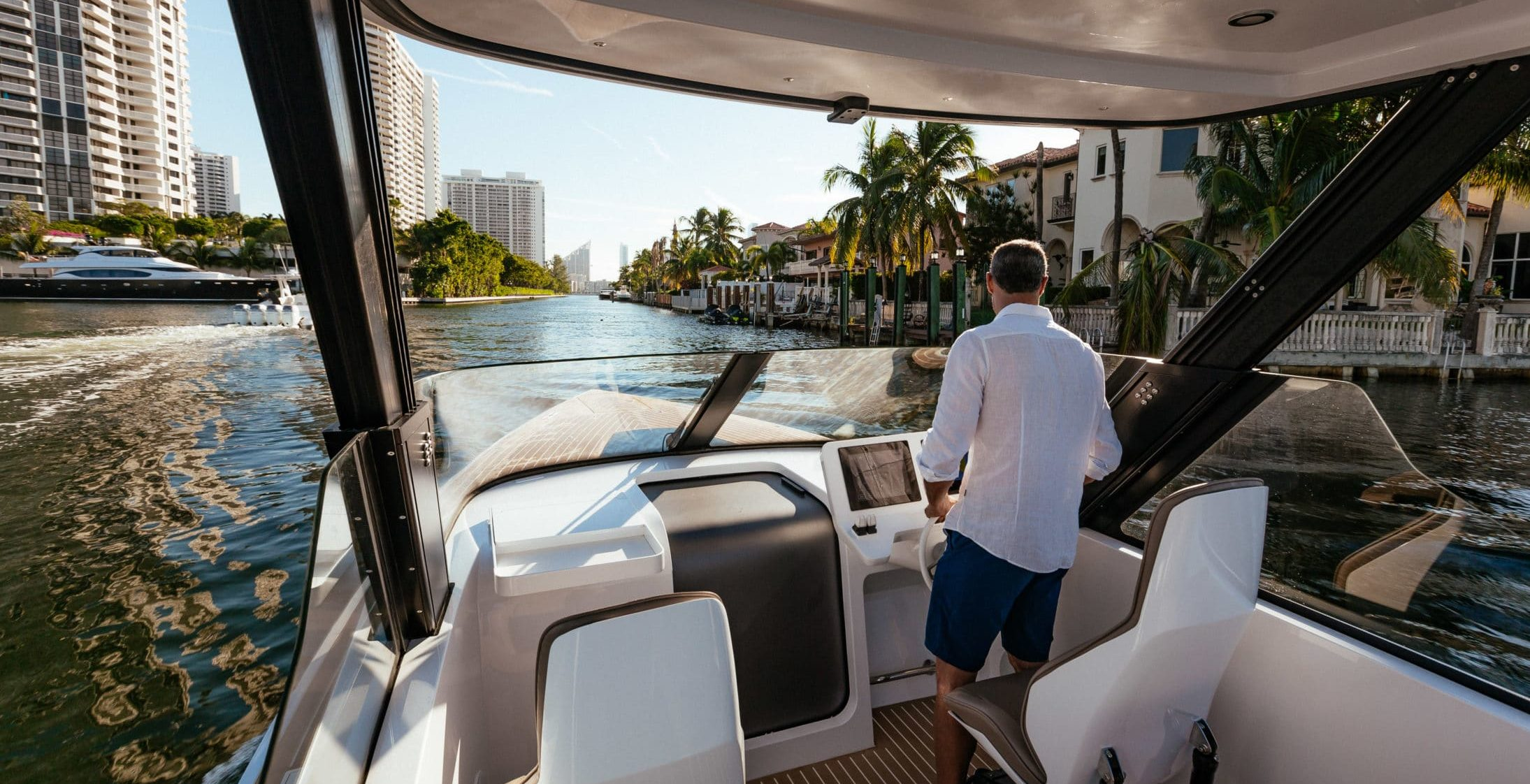 Iguana Yachts Commuter exclusive